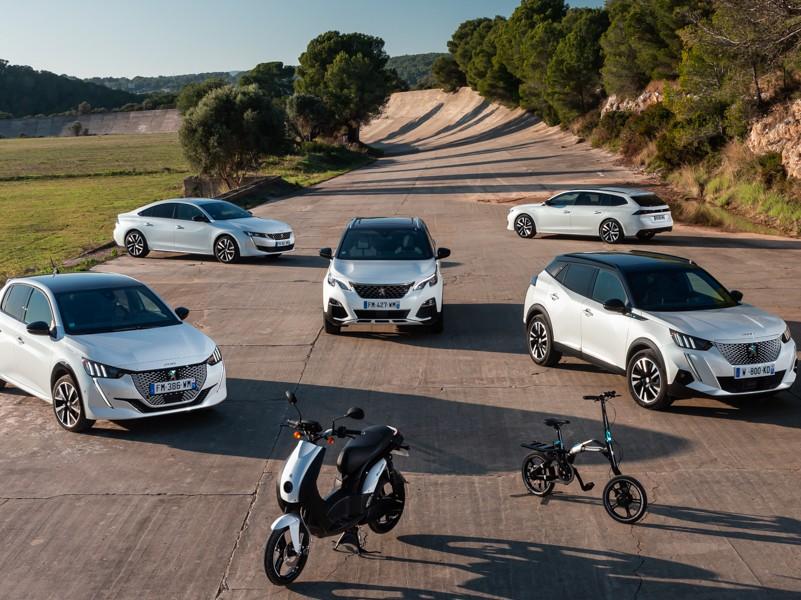 La prensa internacional conoce la gama híbrida de Peugeot desde el Autòdrom 8