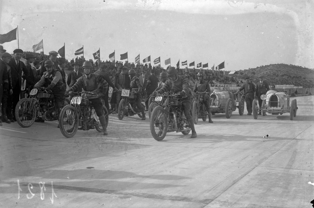 Les motos trepitgen l'Autòdrom 1