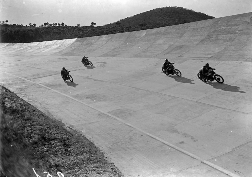 Les motos trepitgen l'Autòdrom 2